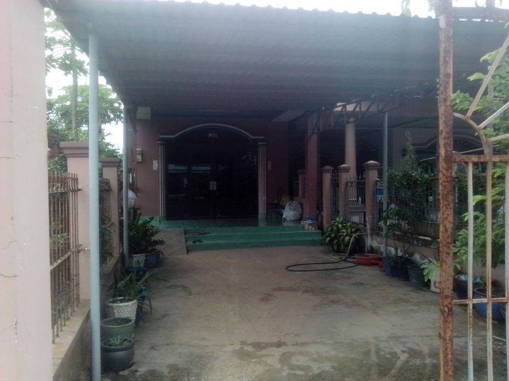 Nhà đất rẻ tp Hồ Chí Minh, nhà cấp 4, {5m x 40m} =200m2(100m thổ cư), (giá 550tr), (c. Lành 0974924839).